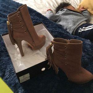 Bebe Dani heels size 9 beige